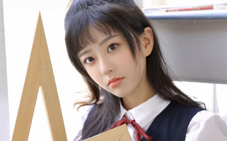 【苹果】SIRO-3847拼命服务的健壮的美白美人