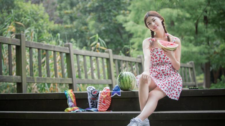 【免费】300MAAN-690雪20岁模特女孩酒吧店员