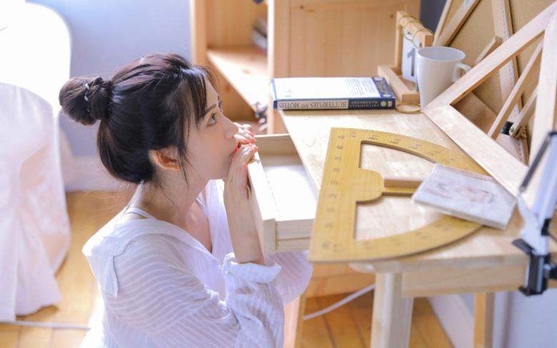 【TV】SIRO-4208灵巧地使用舌头刺激银勃起
